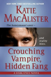 Crouching Vampire, Hidden Fang (Large Print)